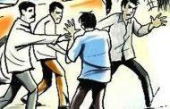 मेढ्याच्या बाजार चौकात फिल्मी स्टाईलने मारामारी