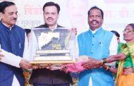 'महाराष्ट्र गौरव' पुरस्काराने मारुती कदम यांचा सन्मान