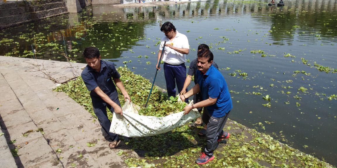 पवनामाई जलपर्णीमुक्त अभियानांतंर्गत 2 ट्रक जलपर्णी काढली