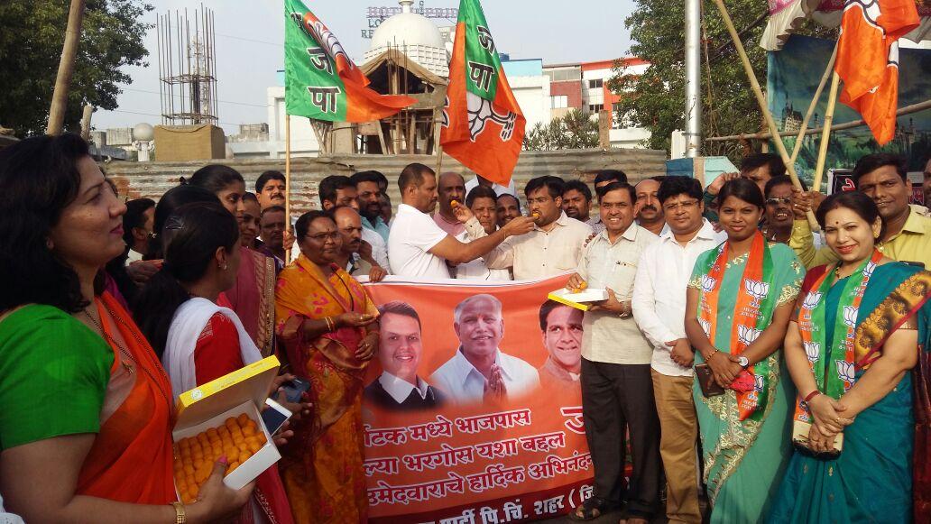 कर्नाटकमधील भाजपच्या भरघोस यशाबद्दल पिंपरीत कार्यकर्त्यांचा आनंदोत्सव