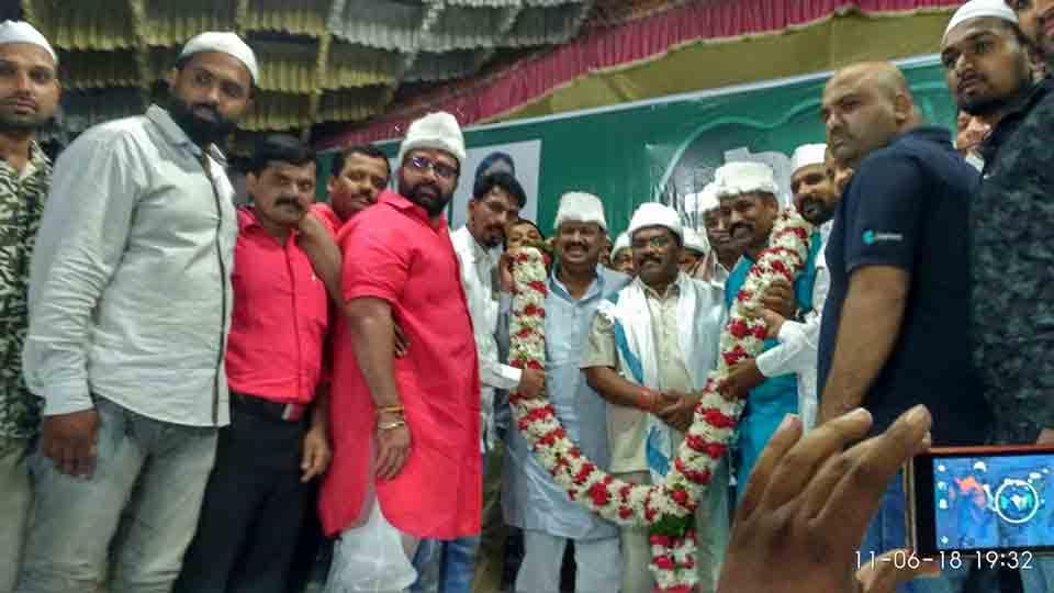 भोसरीत रमजाननिमित्त आयोजित रोजा इफ्तार पार्टी उत्साहात; शहरातील हजारो मुस्लीम बांधवांची उपस्थिती