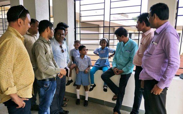 दळवीनगर येथीलस्थलांतरितशाळेची इमारतअत्याधुनिक सोयी-सुविधांनीउपलब्ध ; पक्षनेते एकनाथ पवार आणि पत्रकारांनी दिली शाळेला भेट !