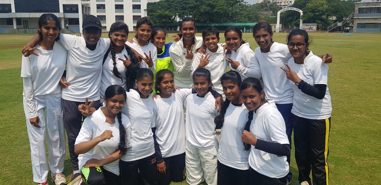 शालेय जिल्हा स्तरीय महिला क्रिकेट स्पर्धेत आबेदा इनामदार कनिष्ठ महाविद्यालय विजयी