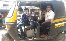 अल्पवयीन वाहनचालक :रिक्षा चालवतानाअल्पवयीन मुलाला पोलिसांनी पकडले