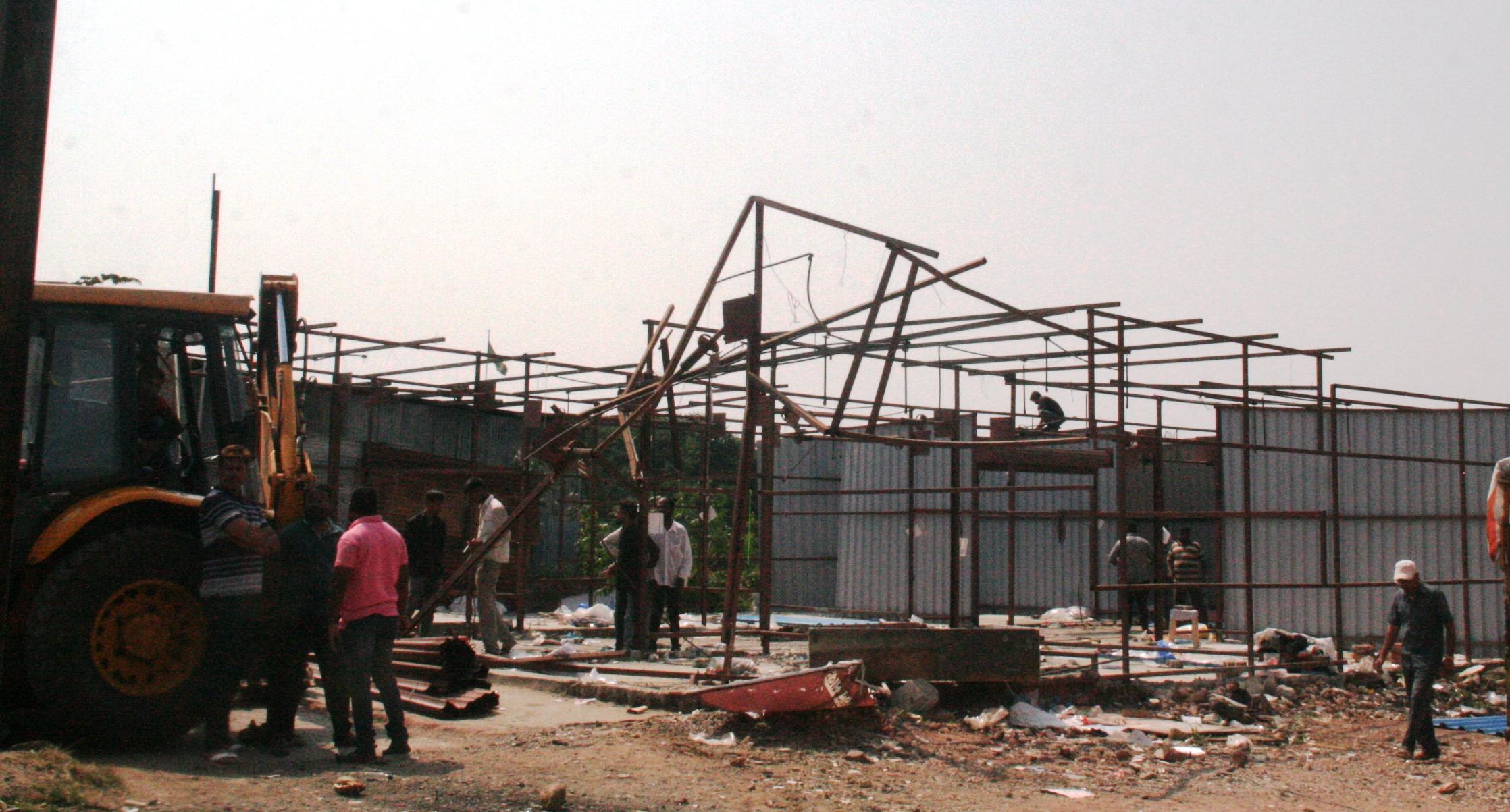 भोसरी येथील अनधिकृत टपर्या व पत्राशेडवर कारवाई : 130 टपर्या व पत्राशेड जमीनदोस्त