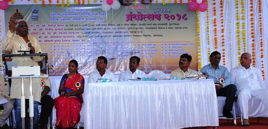 ग्रंथ वाचनामुळे बुध्दीला चालना मिळते - डॉ.नागनाथ कोत्तापल्ले