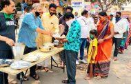 पिंपरी-चिंचवडमधील कष्टकरी कामगारांना भोजन सुविधा; कष्टकरी संघर्ष महासंघाचा उपक्रम