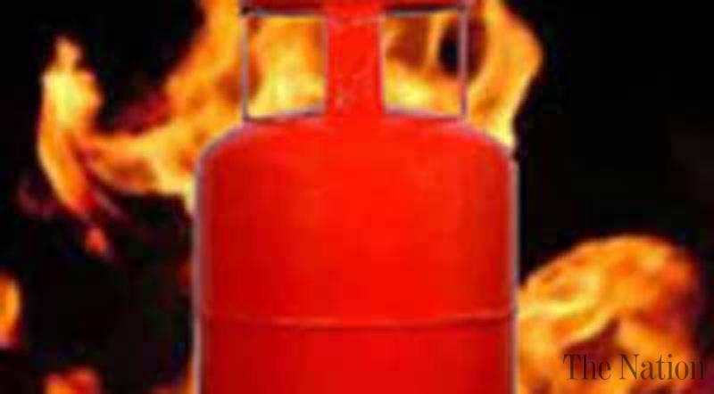 वायू गळतीने गॅस सिलिंडरचा स्फोट ; ९ जखमी