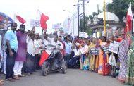 नॅशनल हॉकर्स फेडरेशन ऑफ इंडिया व महाराष्ट्र फेरीवाला क्रांती महासंघाचेमहापालिकेसमोरआंदोलन